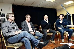 SPORTSNACK. Arbetarbladets sportchef Stisse Åberg hade bjudit in Brynäsprofilerna Tommy Jonsson och Hans-Göran Karlsson för att tala om lagets insats. Tv-profilen och eftermiddagens moderator Rickard Olsson stod för utfrågningen.