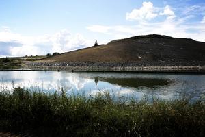 Vad som ser ut att vara ett vanlig kulle är egentligen en gammal soptipp, nu ska den täckas med ett nytt lager jord.