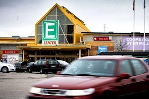 E-center får hyfsade betyg av sina kunder, även om majoriteten vill se fler butiker på området.