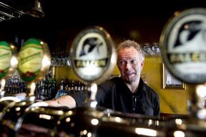 Ulf Andersson, chef för Harrys pub och restaurang i Gävle, tycker att alkohollagen är för öppen för tolkningar.