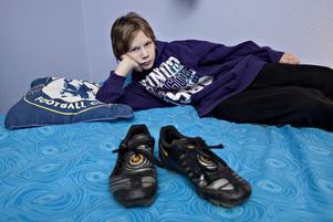Saknar träningen och kompisarna. Elvaåriga William Sjöblom älskar fotboll. Men till Järbo IF är han inte välkommen på ett år.