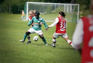 Tabita Chawinga, här i senaste hemmamatchen mot Tierp, gjorde två mål i söndagens möte med Ljusdal.