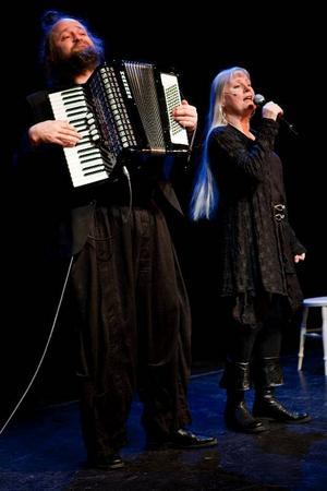 Ulla Skoog och Trond Lindheim hade förtjänat en fullsatt salong.