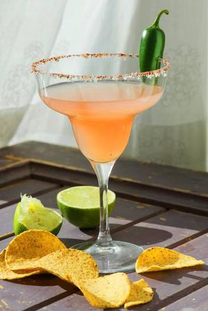 Inled festen med en härligt het version av Margarita, spetsad med Jalapeñochili och guava.Foto: Leif R Jansson/TT