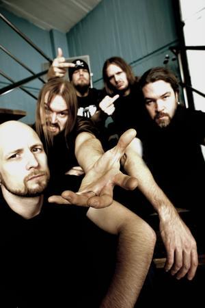 Meshuggah, med Tomas Haake till höger.