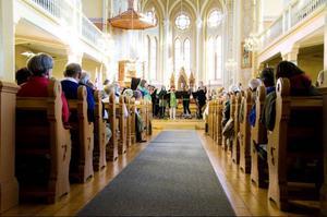 Omkring 200 personer var i går på plats i Oviken för att njuta av underhållningen under nationaldagsfirandet.