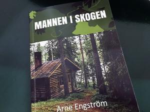 Naturen kring sjön Malmjärn är viktig miljö i gästrikeförfattaren Arne Engströms nya roman.