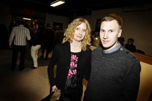Joakim Sidfäldt och Sanna Sköldenklev, Uppsala, är på Möbeln för att bugga.