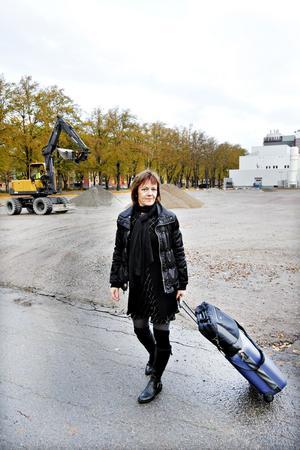 – Arbetslösheten är hög i Gävle och många tvingas pendla. Kommunen borde underlätta för dem, säger Anna Graham.