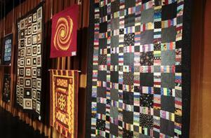 Storsjöteatern har under helgen bland annat fungerat som utställningslokal för föremål gjorda med kviltteknik.