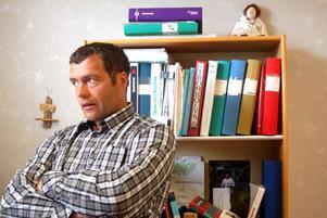 """Distriktsläkaren Hans Boberg från Hoting har nyligen kommit hem från en kongress om glesbygdsmedicin på Kreta. """"Att vara glesbygdsläkare ställer höga krav på dig som doktor"""", konstaterar han. Foto: Jonas Ottosson"""