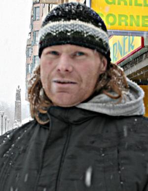 Anders Pettersson, 41 år1. Det är strålande, jag gillar alla väder.2. Snart vill jag ha vår.3. Jacka och mössa.