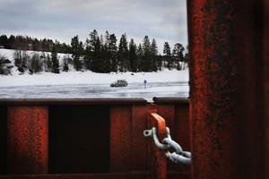 Isvägen brukar vara öppen fram till påsk, sedan övertar färjan transporten för att komma till och från Norderön.