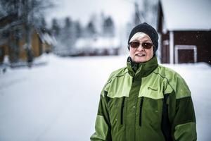 Marie Åsman, boende i Röjan, är en av många som har ledsnat på den dåliga vägen.
