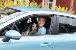 Agnes Burman, utforskar Sverige med sin Renault Clio E-Tech hybrid under semestern.