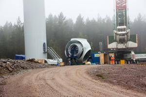 Det är stora delar som ska till för ett vindkraftverk. Bilden tagen vid Målarberget Norberg.