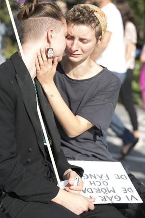 Ida Hansen och Amanda Mikaelsdotter Eriksson tågade för alla dem som inte har möjlighet att gå i en prideparad.