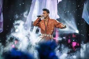 Jon Henrik Fjällgren uppträder på Melodifestivalen 2015, deltävling i Östersund.
