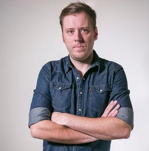 Avestabon och socialdemokraten Henrik Johansson är krönikör på ledarsidan, ombudsman åt Fastighetsanställdas förbund och grundare av sajten interasistmen.se.