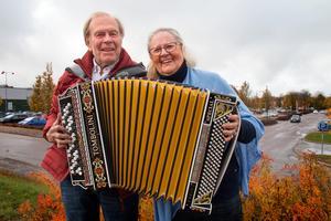 Nils Fläcke och Lena Jularbo-Brauner bjuder  in till ännu en Jularbodag där Calle och Ebbe Jularbos musik står i fokus.