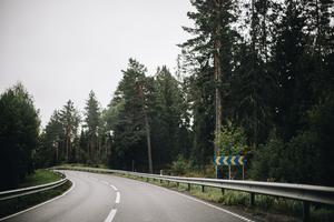 Polisen i regionen anser att väg 76 är regionens mest riskfyllda väg. Vi vill att något görs åt väg 76 innan någon dör, skriver nio företrädare för Häverö socialdemokratiska förening.