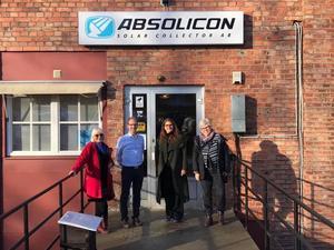 Joakim Byström, VD på Absolicon, besöks av Eva Goës, Janine Alm Ericson och Maria Gardfjell.