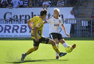 Sebastian Ring mot Elfsborg i allsvenskan 2018. Ring var den enda av de sju spelarna som lyckades etablera sig på allsvensk nivå. Men även han har lämnat klubben för spel i England med Grimsby Town.