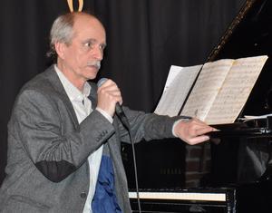 Göran Strandberg berättar om sin musikaliska bakgrund.        FOTO: BENGT FERM