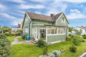 Foto: Johan Blomquist/ Bostadsfotograferna. På Sörbyallén 38 i Örebro ligger huset från 1921 som är till salu.