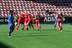 Jubel efter Heather Williams 1–0-mål för Kif mot Vittsjö.