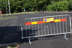 Bygget har inte påbörjats ännu, men man har spärrat av flera av högskolans parkeringar.