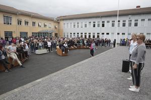 SD befarar att majoriteten med sitt budgetförslag äventyrar de extra statliga miljoner som Ludvika kan få till skolorna. (Bilden från invigningen av rustade skolgården vid Kyrkskolan i augusti 2018)