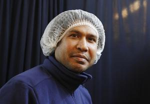 Gazi Jaid Mostafa äger Indisk Spicy och driver verksamheten tillsammans med kocken Tanvir Ahmed Utchash. Egentligen kommer de båda från Bangladesh, men maten i Bangladesh och Indien är i stort sett lika och indisk mat är etablerat.