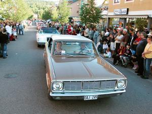 Dalarnas otaliga arrangemang som Classic Car Week i Rättvik och storleken på besöksnäringen talar för att Dalarna ska ha fler poliser, menar Socialdemokraternas dalariksdagsledamöter.