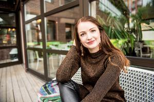 Just i dag arbetar Zandra på en klädbutik i stan samt inom LSS på kommunen.