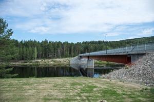 Skribenten uppmärksammar att det inte är tillåtet att köra vattenskoter norr om Bruksholmen.