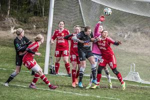 På grund av den snörika vintern skjuter kommunen upp flytten av fotbollsplanerna från Slättgärdet till Mora by tills nästa år.