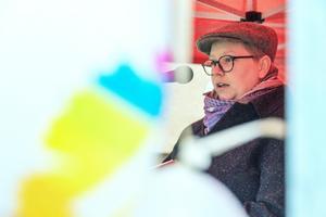 Jonna Källström Börjesson talar om jämställdhet.