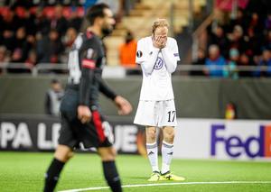 Curtis Edwards var såhär ledsen under matchen mot Atletic Bilbao. Kanske är han lika ledsen nu för att matchen inte sänds imorgon.