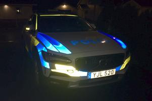 I söndags vid 21-tiden stoppades en bil av polisen. De tre män som satt i bilen sitter nu anhållna misstänkta för grovt vapenbrott.