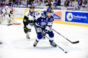 Eric Johansson gjorde två säsonger i Leksand. Laget vann Hockeyallsvenskan båda säsongerna, men lyckades inte riktigt i kvalserien.