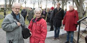Fornminnesföreningens Hans och Eva Landberg har tagit över den tradition som framlidne Lennart Jansson skapade. De leder nu en  vandring där de berättar om personer som ligger begravda här.