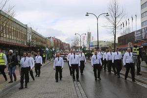 Nordiska motståndsrörelsens demonstrationståg vid Stationsgatan i Borlänge.
