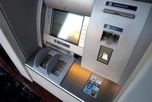 Vid ett bankhaveri kan det vara svårt att handla om man inte har kontanter. Bild: Håkan Humla
