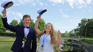 Albin Alf, från Östersund, och Jenni Allén, från Ingå i Finland, firar studenten och säger adjö till Strömsholm efter tre år på internatskola.
