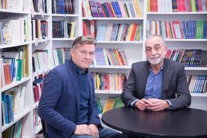 Rektor Håkan Malmrot och Norbert Andersson från Studi hoppas att Hovsjöskolans exempel ska spridas över hela landet.