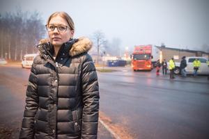 Jessica Axelsson har just lämnat av sitt barn på Bergsnässkolans förskola. Hon tycker att det är trafikproblem varje dag.