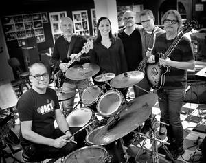 Some Funk Junk består av Patrik Englin, Ove Wall, Karin Theuer, Ric Sims, Mikael Svensson och Oskar Fröderberg. Bild: Pressbild.