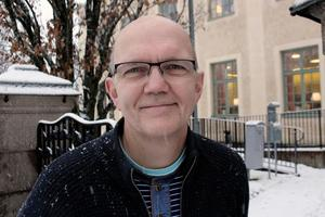 Torleif Fallsdalen vill inte välja sida i striden mellan kommunens miljö- och byggnämnd och de två lokala företagarna Tomas Olofsson och Johnas Jansson.