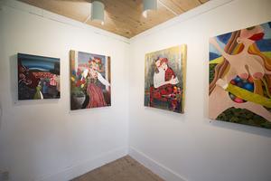 Annelie Finne är bosatt i Falun – något som stundtals ger avtryck i hennes måleri.